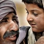 Padre E Hija Nomadas Del Desierto