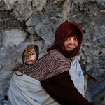 Madre E Hija Cruzando Las Mil Kashbash