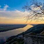 As portas do sol e o rio Tejo