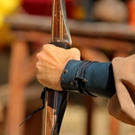A Mão Que Segura o Arco