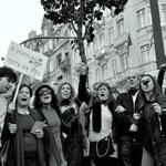 Protestos...