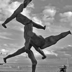 Admirando a escultura