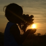 Memegang Matahari