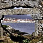 Pela velha janela, surgiu a bela Viana!