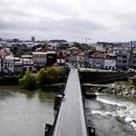 Atravessar a ponte__________para Barcelinhos!