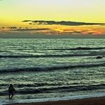 O SURFISTA A SAIR DO MAR
