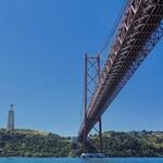 A ponte é uma passagem...p´ra outra margem