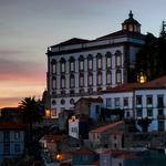 Paço Episcopal do Porto sob a luz do poente