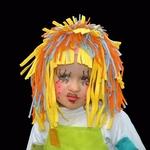 Uma boneca fantasiada de boneca