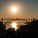 A noite cai sobre a Ponte da Arrábida...