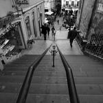 Escada abaixo