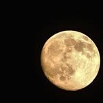 Há momentos a lua estava assim