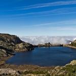 Uma lagoa sobre as nuvens