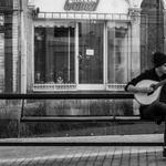 Guitarrada na paragem do autocarro