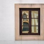 Os reflexos na janela