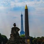 Torre Eiffel ao Fundo