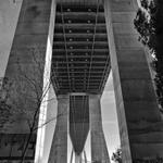 Tabuleiro da ponte visto por baixo