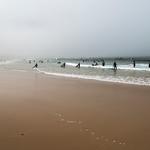 Surf no Baleal com neblina matinal