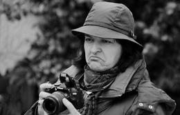 Fotógrafa desconfiada