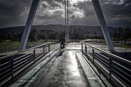 Ciclista na ponte