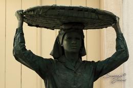 Estatua viva - vendedora de rua